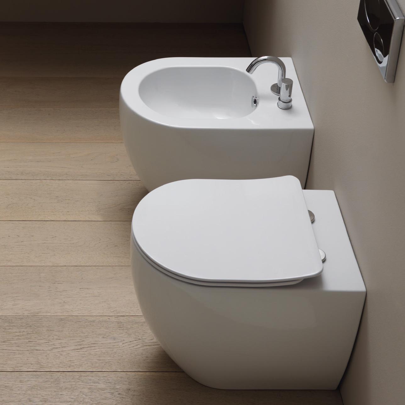 Sanitari Filomuro senza brida modello Link con sedile soft close a sgancio rapido