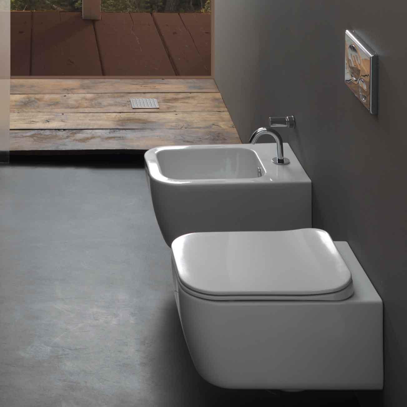 Sanitari sospesi senza brida Bring con sedile soft close a sgancio rapido e sistema Smart Clean