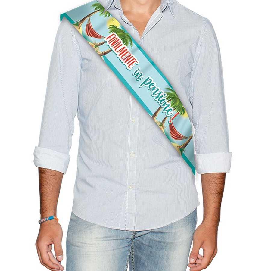 Fascia premio con scritta ' Finalmente in pensione' e stampa palme con amaca cm 168x10 Gadget per party di pensionamento