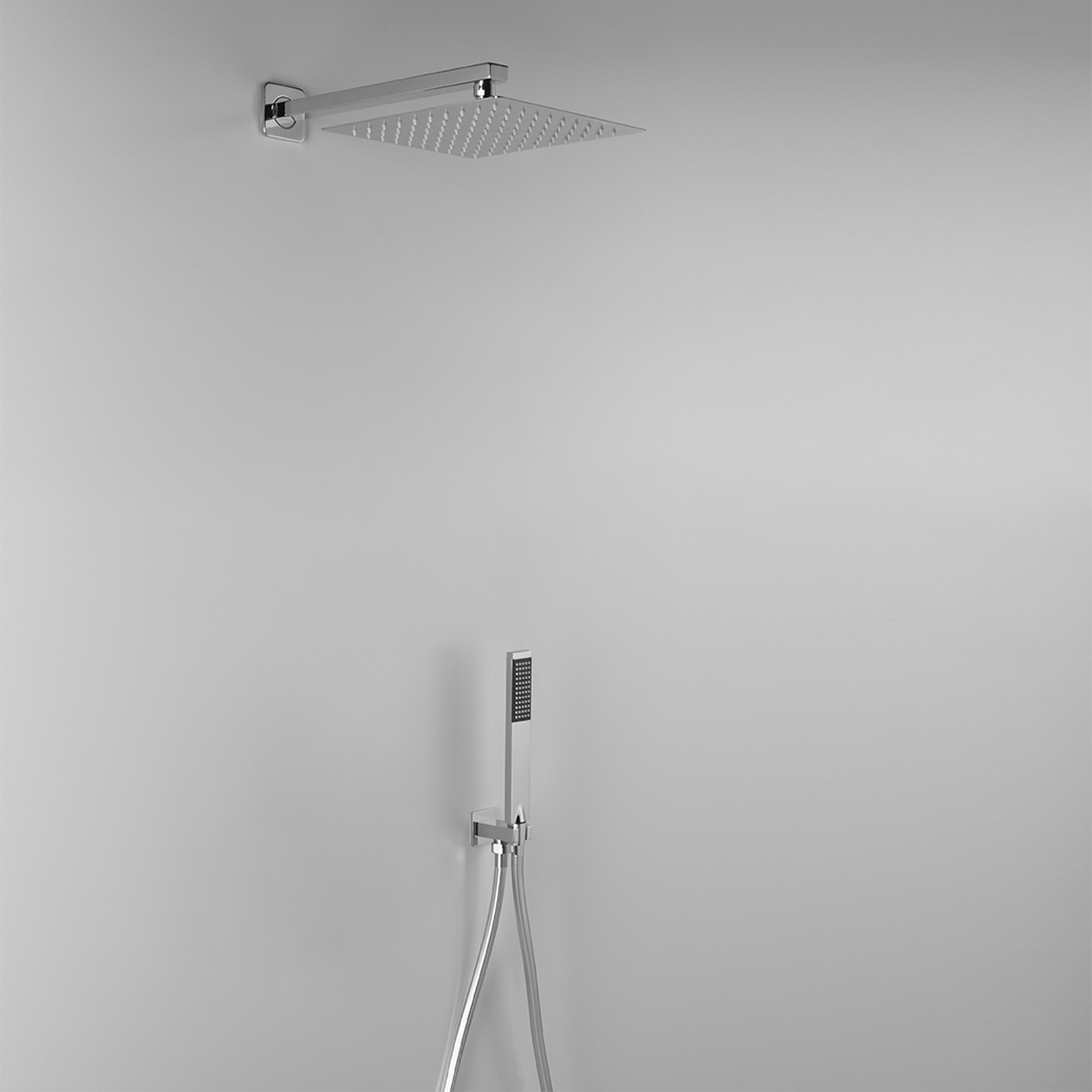 Set doccia Ares con soffione rettangolare 30x20 con braccio doccia e kit duplex