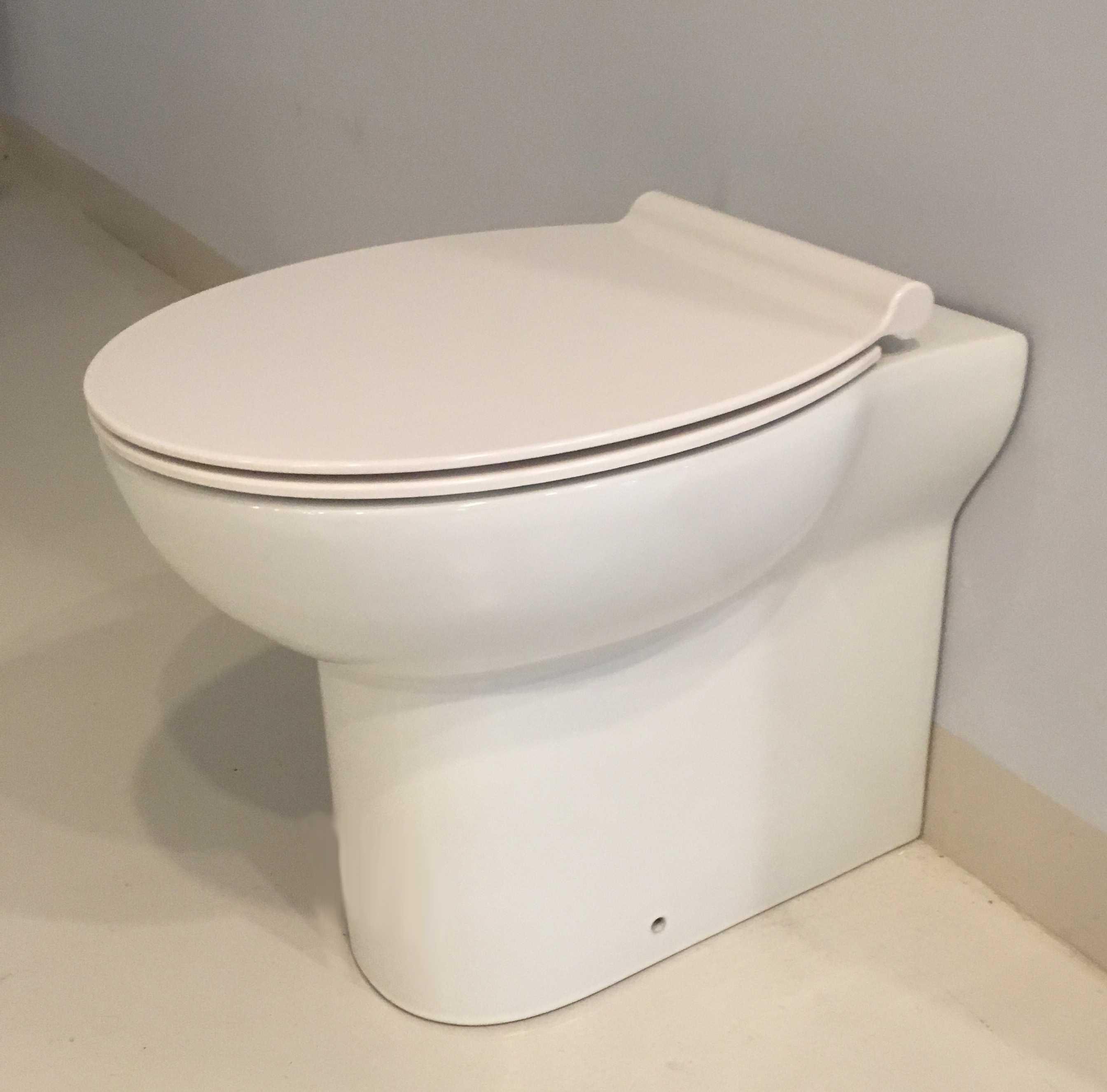 Wc bagno filoparete con sedile soft Close Ceramica Azzurra Fast