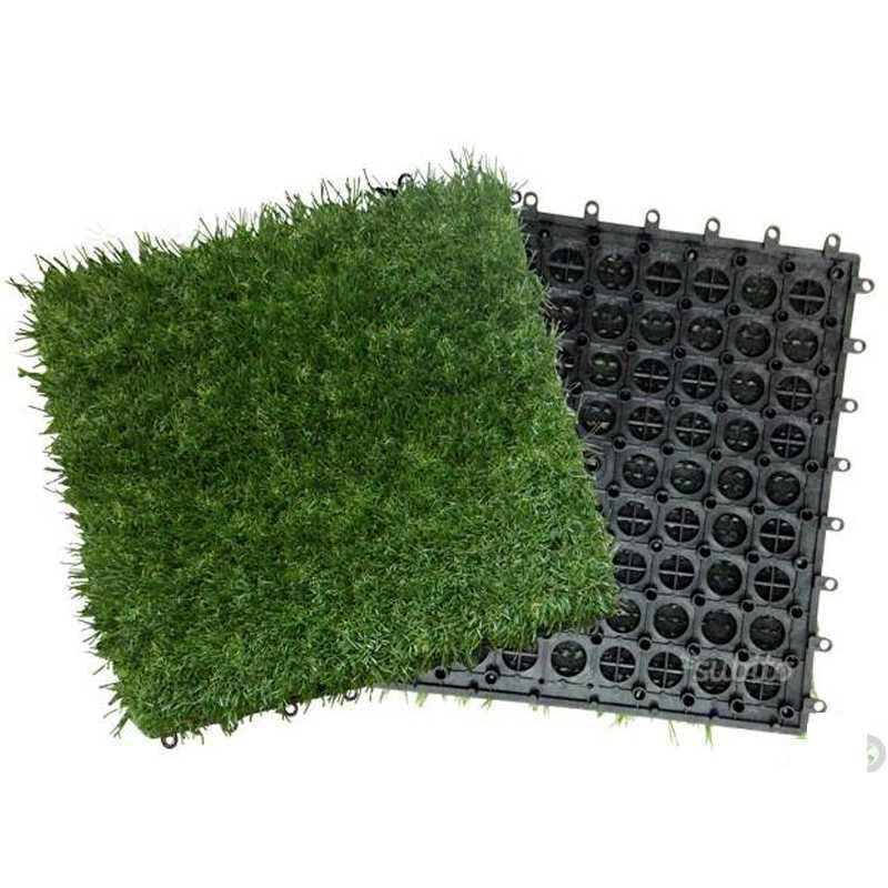Pavimento con moquette prato ideale per aree esterne  30x30