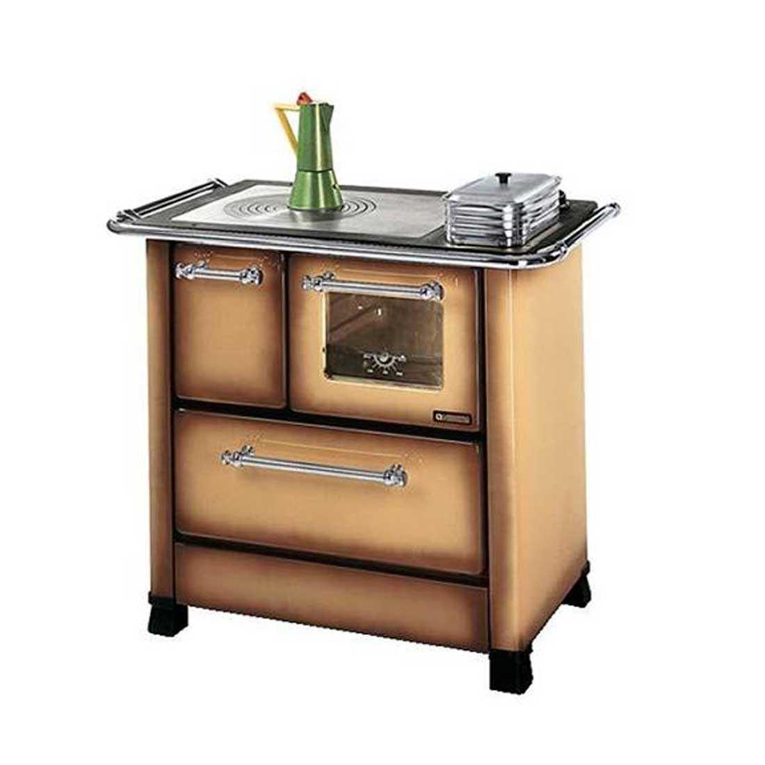 Cucina a legna marrone modello Romantica 4,5 di Nordica potenza termica 6,0 Kw