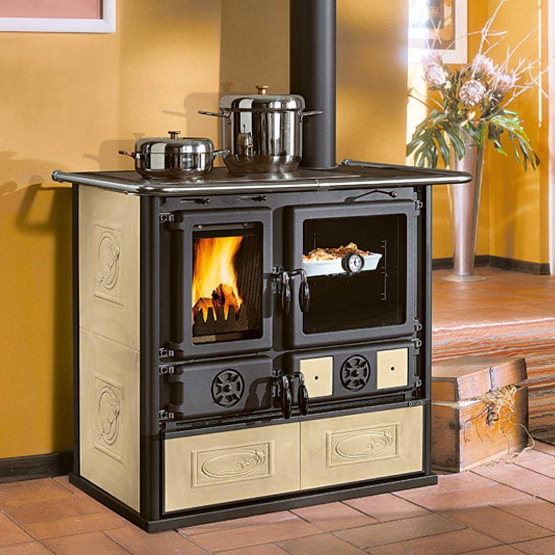 Cucina a legna craquelè modello Rosa di Nordica potenza termica 6,5 Kw