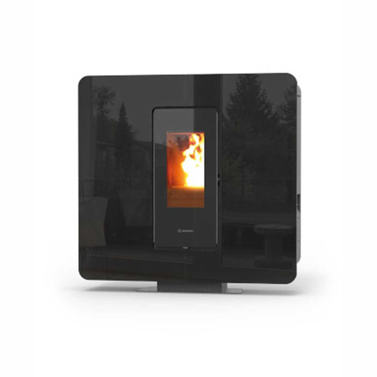 Termostufa a pellet modello  'SlimQuadro Idra maxi' con rivestimento in cristallo nero by Thermorossi
