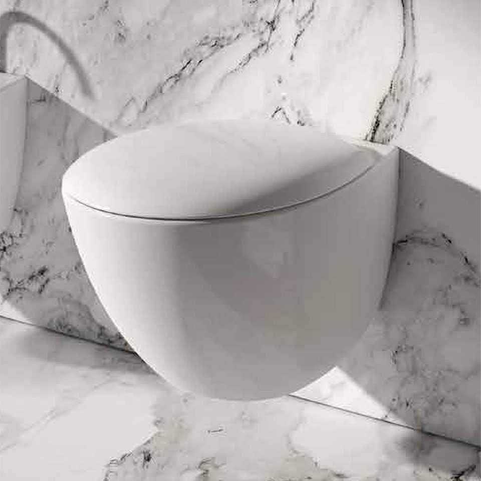 WC sospeso mascalzone con profondità ridotta di 48 cm Domus Falerii Mascalzone Con sedile Normal Close