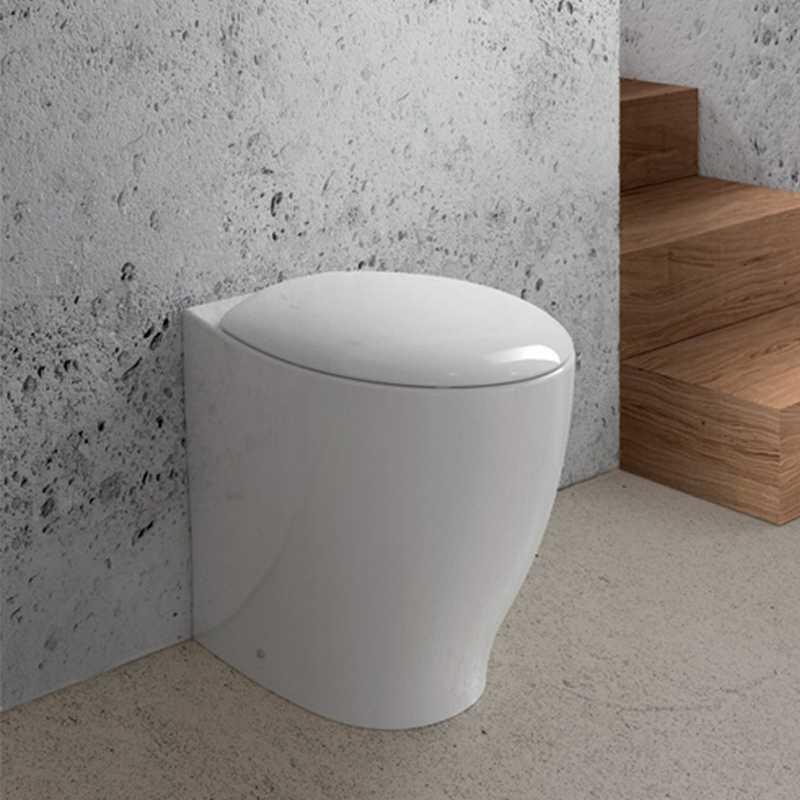 WC filo muro con profondità ridotta di 48 cm Domus Falerii Mascalzone con sedile Soft Close